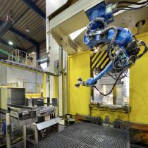 Roboterzelle zum Beschicken einer IHU-Presse mit Rohren