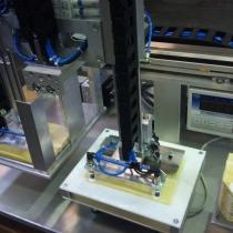 Sondermaschine zum Prüfen und Sortieren von Gewebeabschnitten