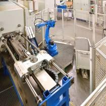 Roboterzelle zur Beschickung einer Verzahnungsmaschine